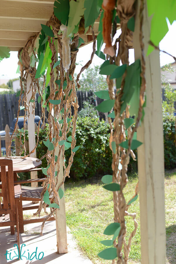 Beth And Her Husband Brien Transformed The Backyard Into A Mysterious Jungle Full Of Wild Animals Exciting Challenges I Love Vines They Made