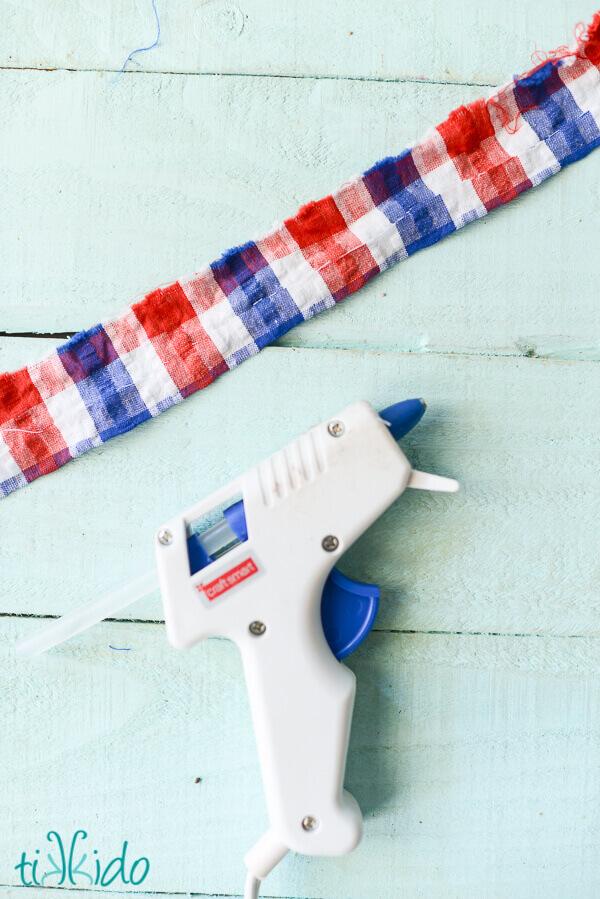 Dapper, Easy, No Sew Bow Tie Tutorial | Tikkido.com