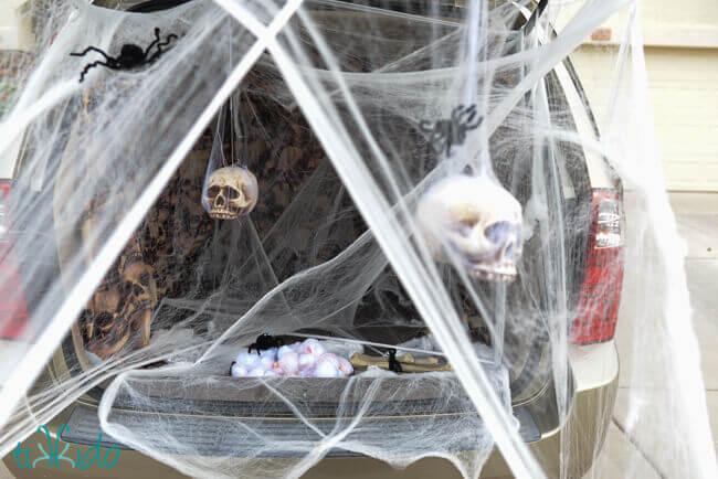 Spooky Spiders Den Halloween Trunk Or Treat Ideas Tikkido Com