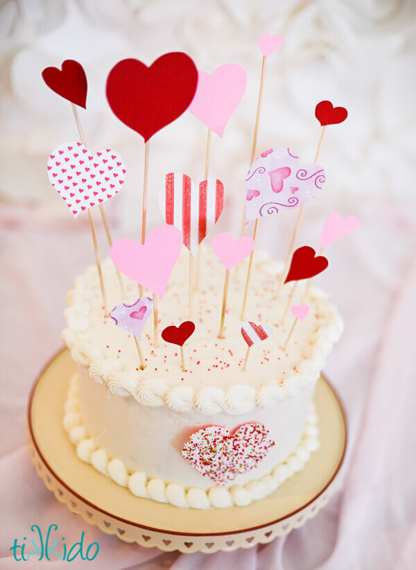 Торт с сердечками на палочках
