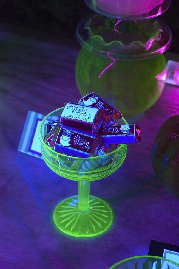 vaseline glass serving dish - Black Light Bulbs