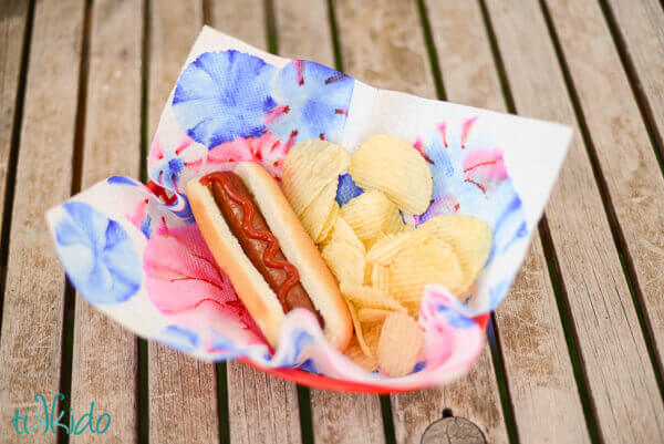 4th of July hot dog fireworks napkins
