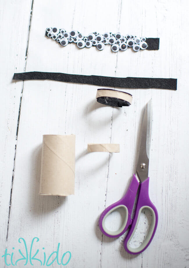 Procedural picture showing how to make DIY Halloween googly eye napkin rings.