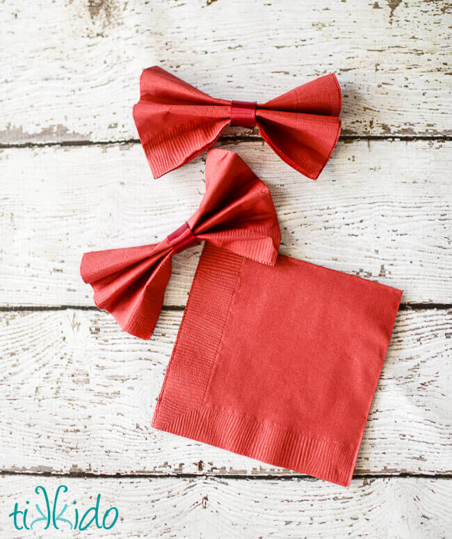 bow tie napkins tutorial for the doctor who