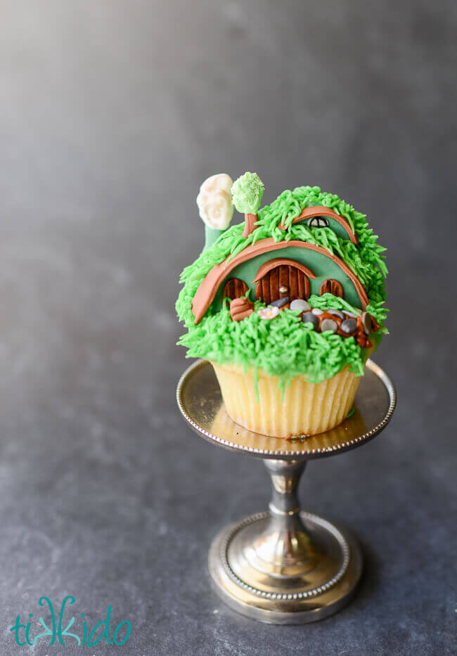 Hobbit cupcakes from Lord of the Rings made to look like hobbit holes from the Shire.