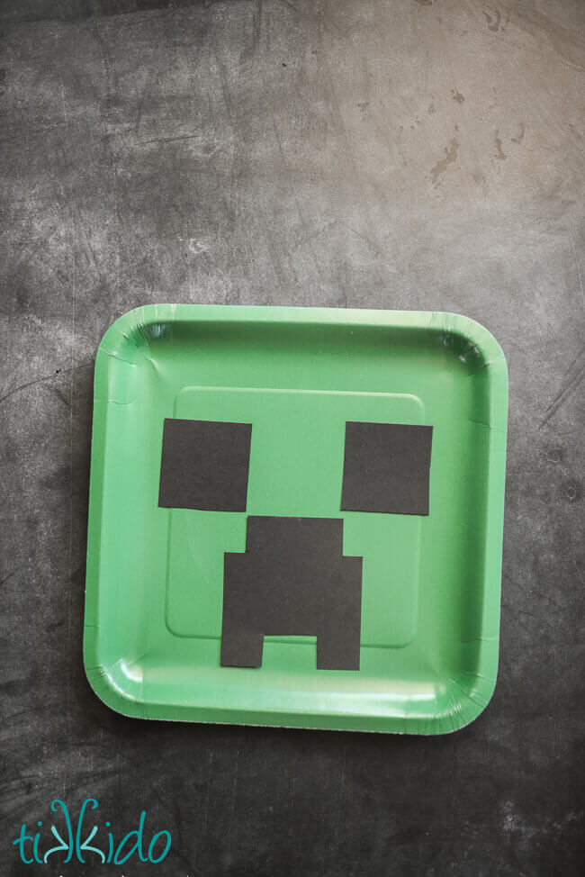 Creeper Birthday Party Paper Plates Tutorial & Creeper Birthday Party Paper Plates Tutorial | Tikkido.com