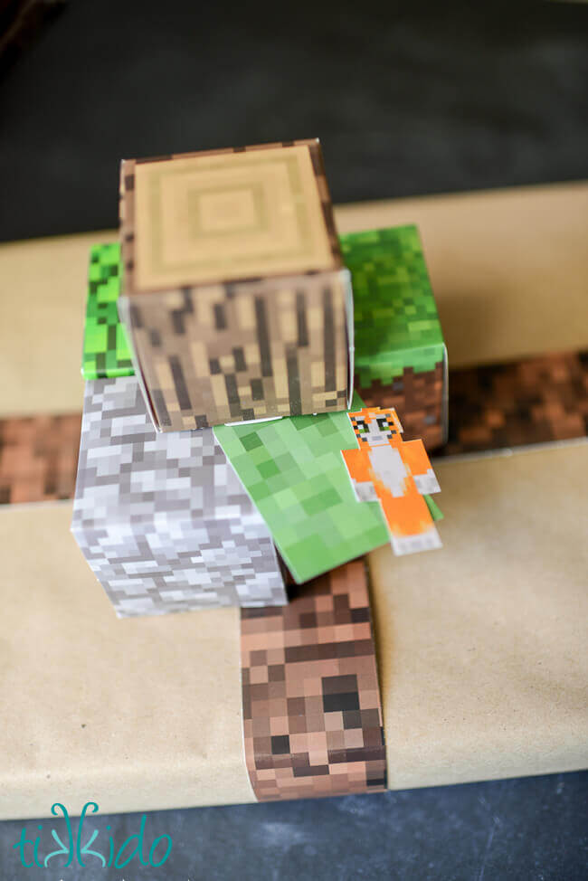 Printable minecraft paper used to make Minecraft gift wrapping.