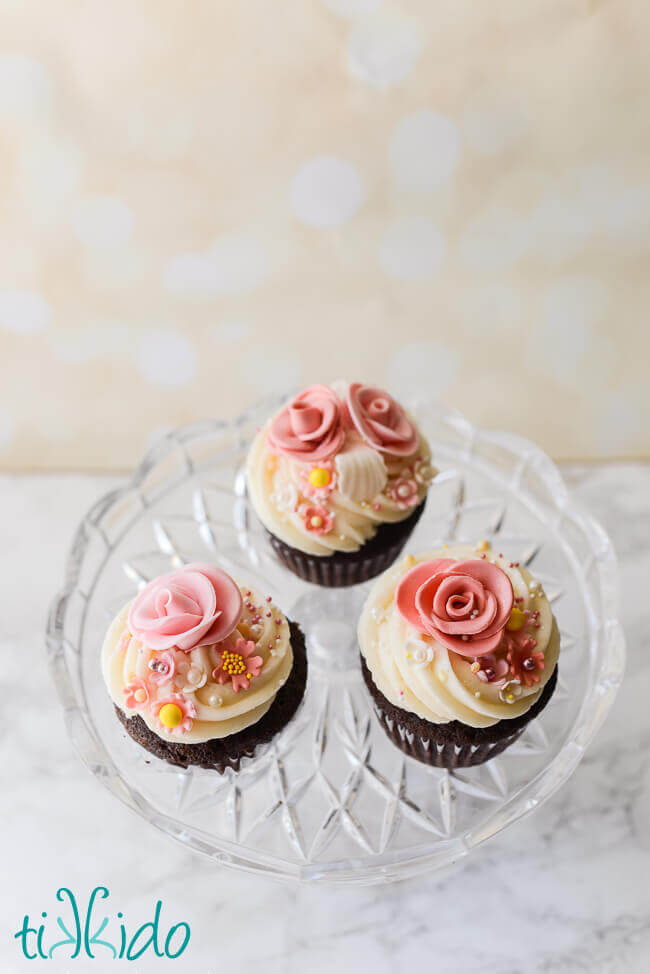 Deceptively Simple Gumpaste Flower Cupcakes
