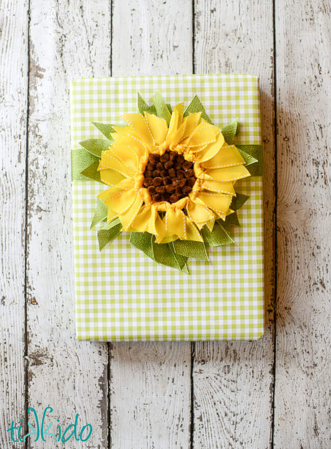 DIY ribbon sunflower gift topper tutorial.  Perfect for summer!